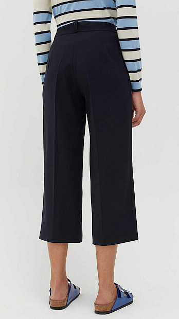 Chinti and Parker Cropped Trousers Navy