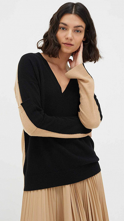 Chinti and Parker V Neck Sweater Biscotti