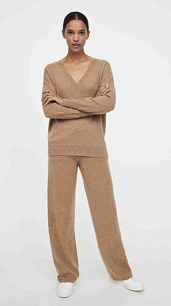 Chinti and Parker V Neck Sweater Camel